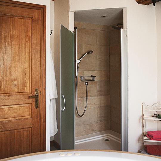 Douche de la chambre 3 du Moulin de Sauvage